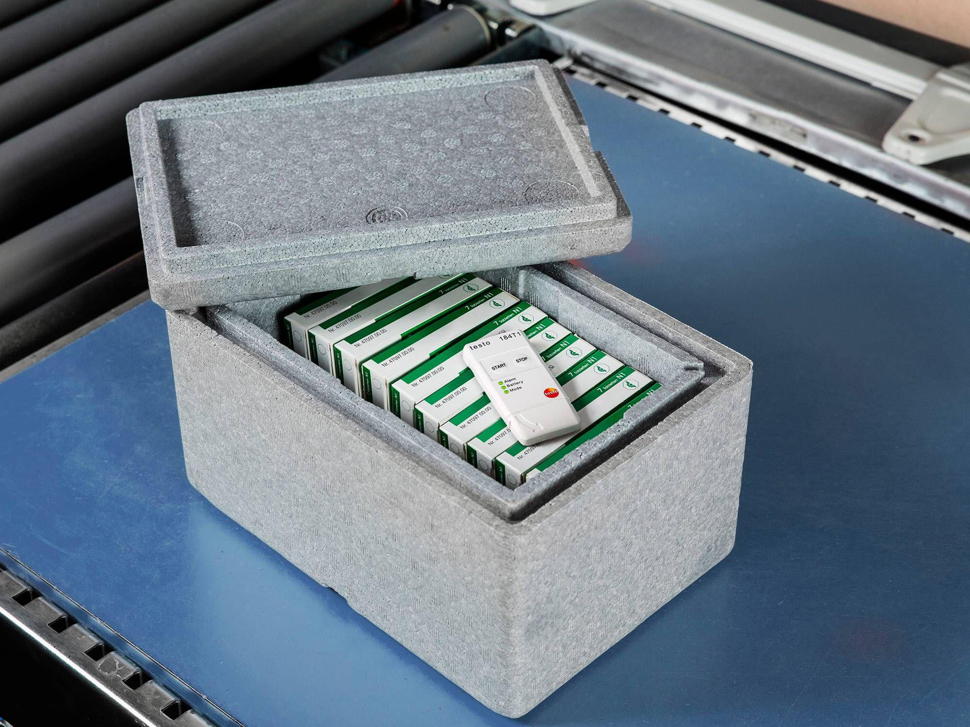 运输数据记录仪与装有药品的冷藏箱封闭在一起