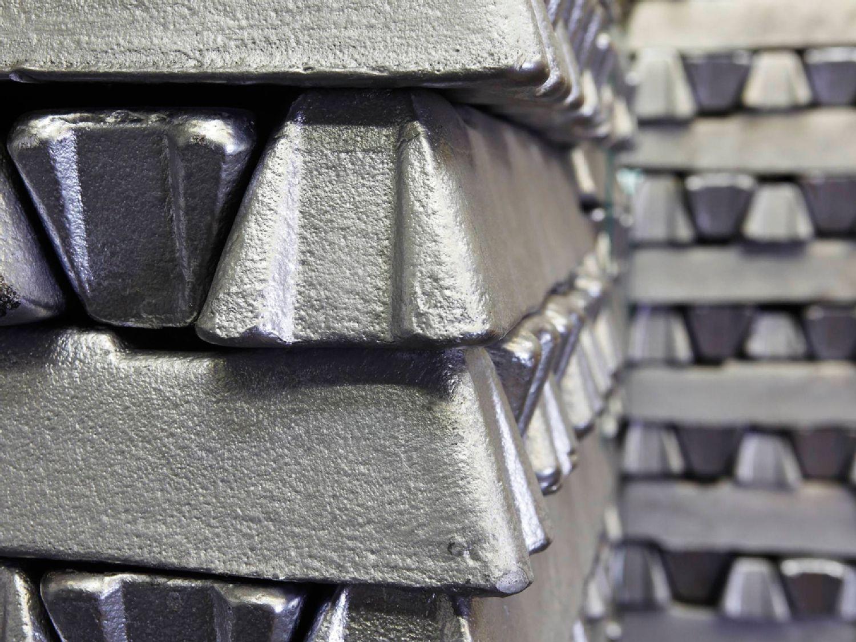 浇铸和累积的铝锭