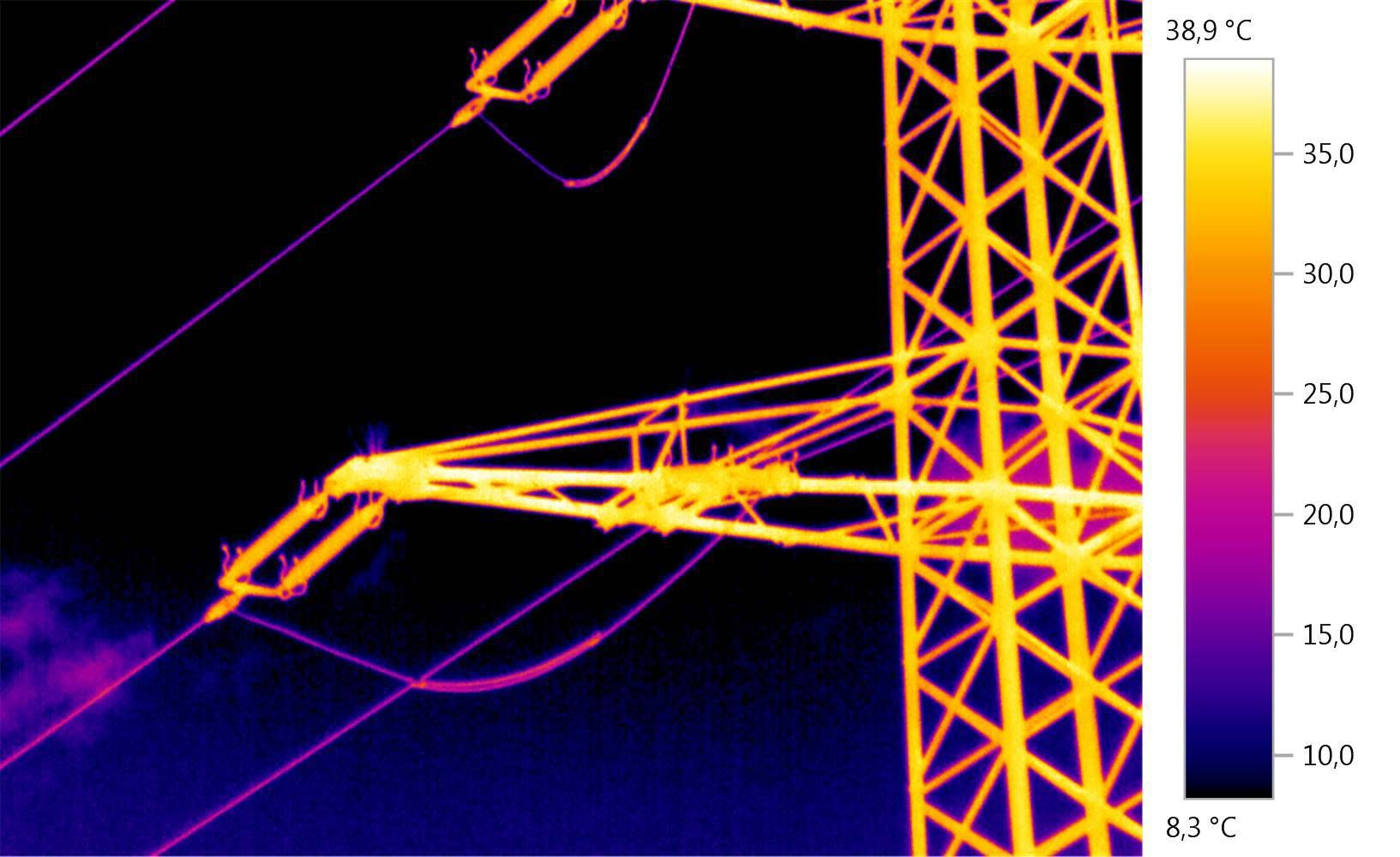 Thermal image of the current loop on a dead-end tower