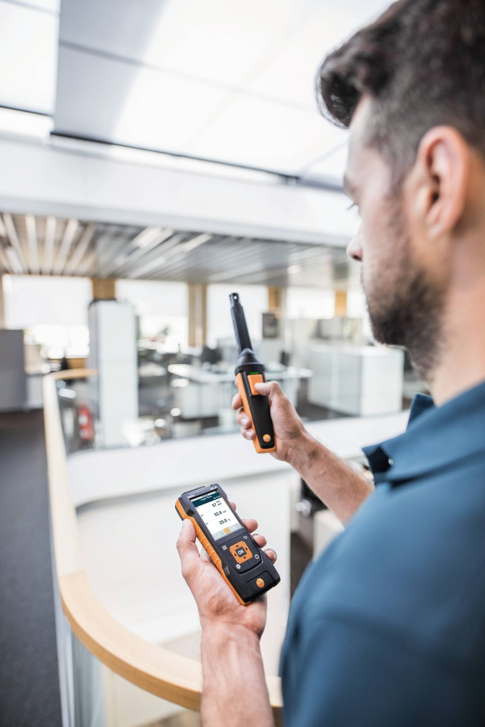 Measure CO2 concentration for assessing indoor air quality with CO2 probe and testo 440