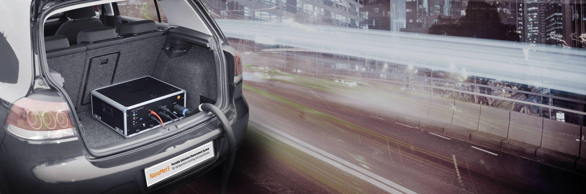 testo-NanoMet3-in-car.jpg