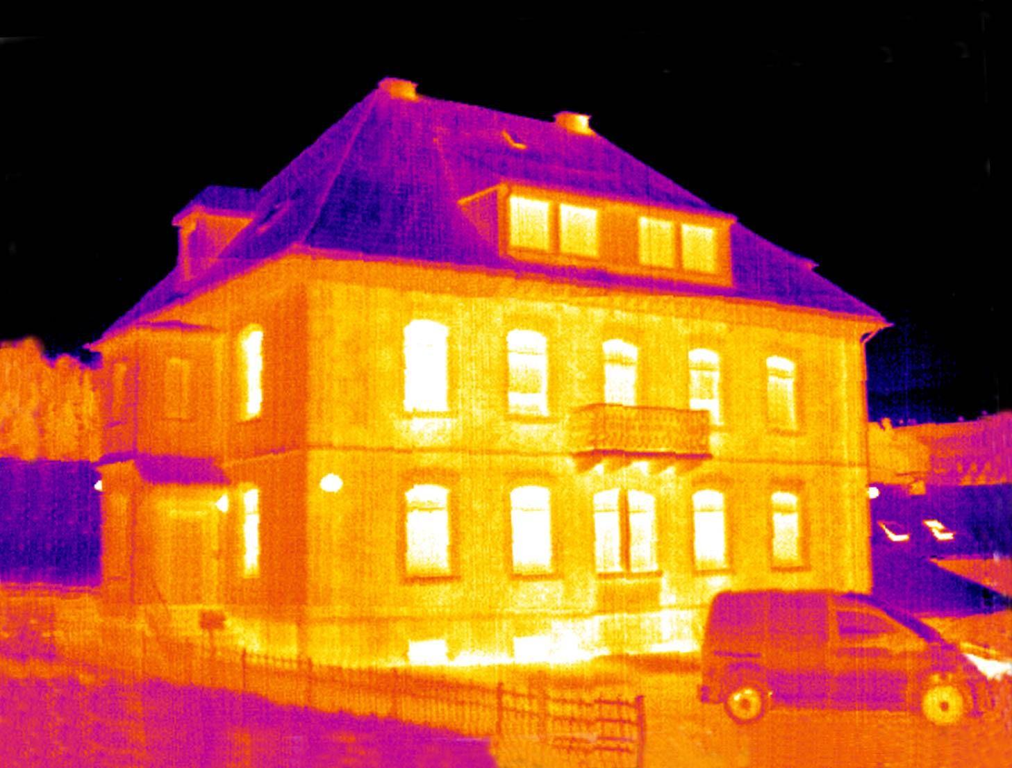 Épületek energiahatékonyságának biztosítása