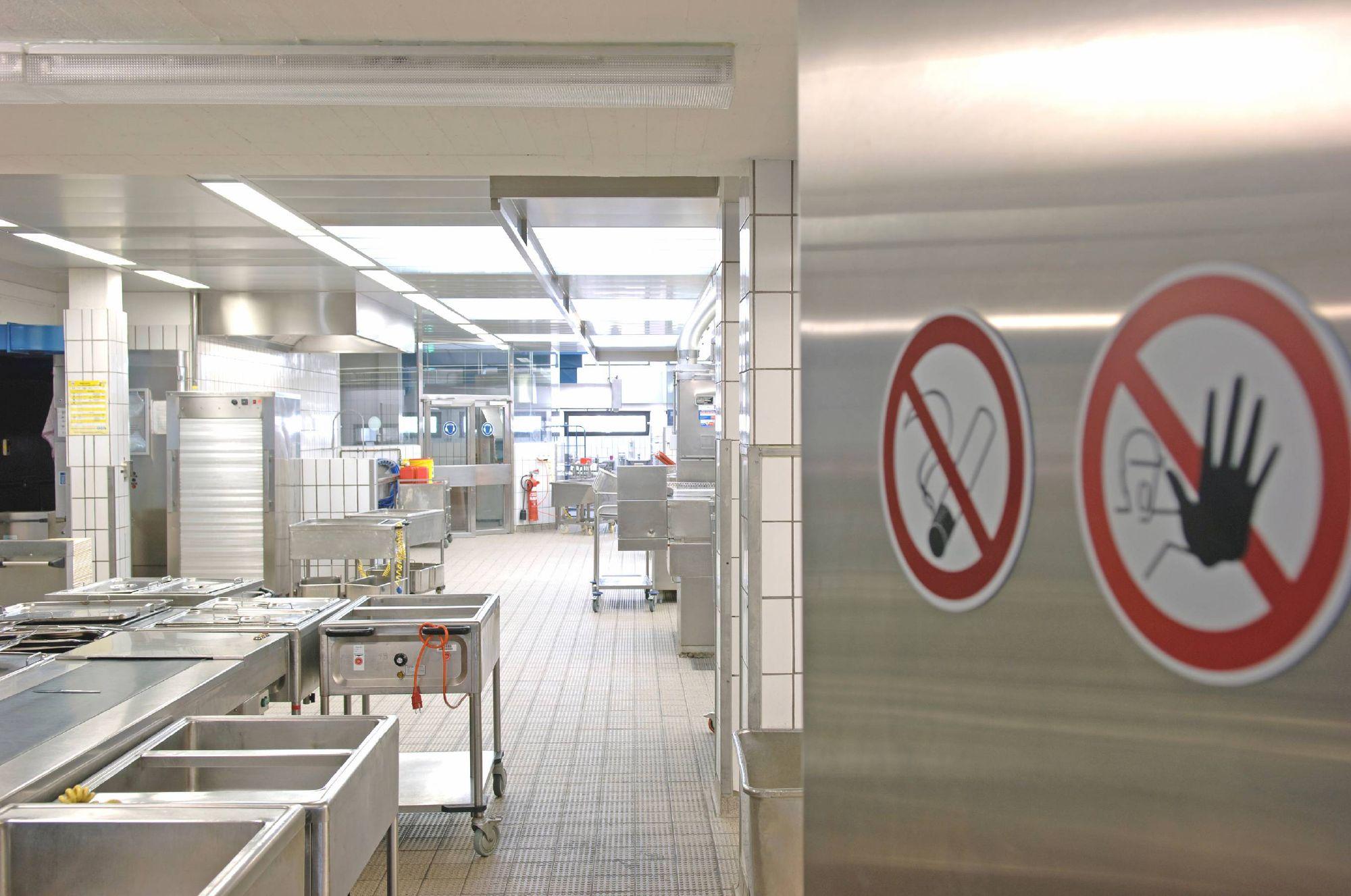 布局数字化食品安全方案——温度监控系统,实现实时监控冷冻、冷藏食品的温度,大大提升工作效率,节约成本,优化流程,快速应对疫情期间多变的检查要求。