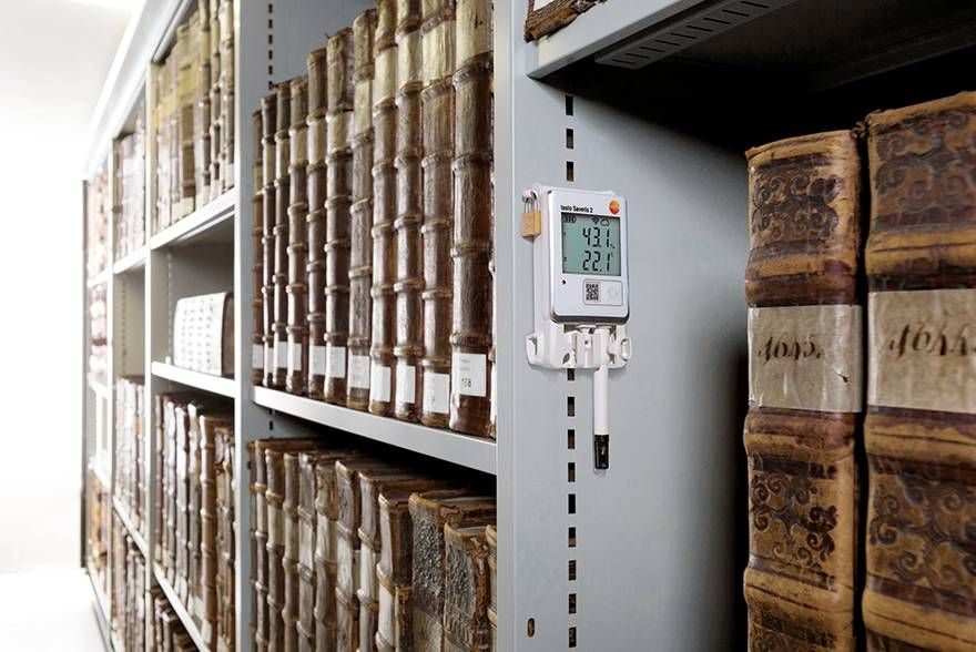 Monitoring the temperature and humidity in archives