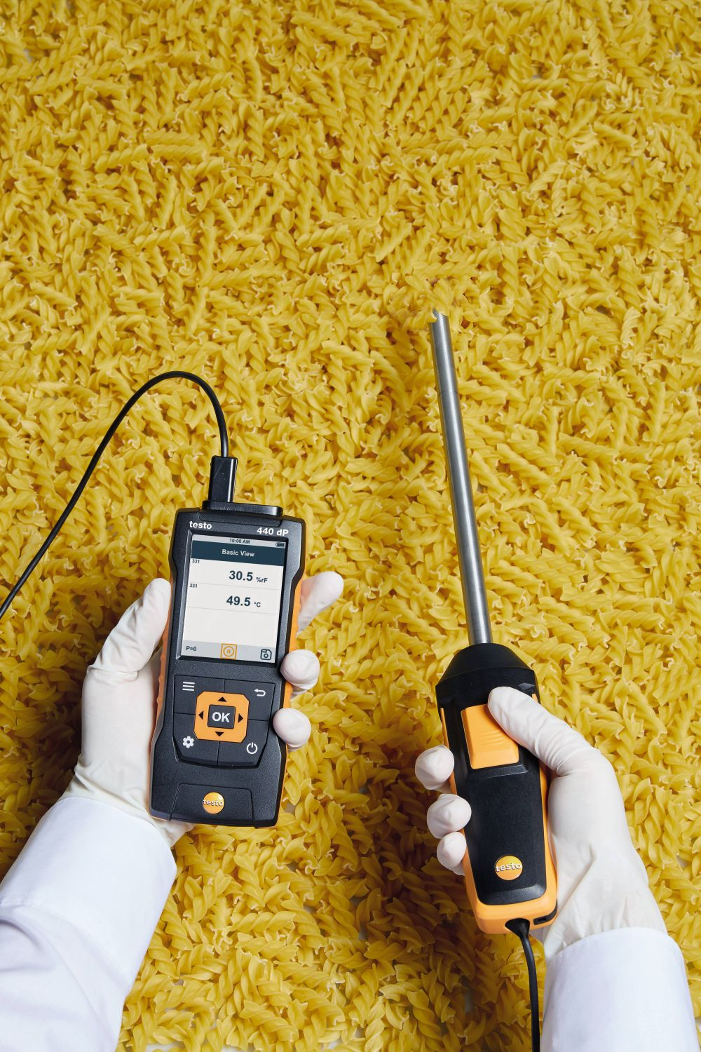 Humidity measurements in bulk materials with robust humidity probe and testo 440