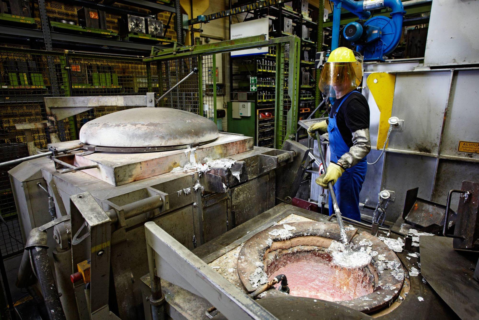 Facharbeiter Aluminium Werk.jpg