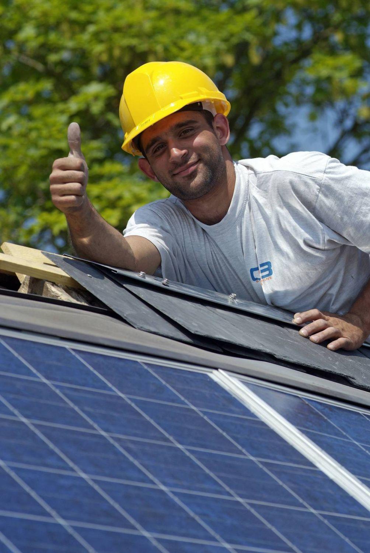 Facharbeiter Photovoltaikanlage.jpg
