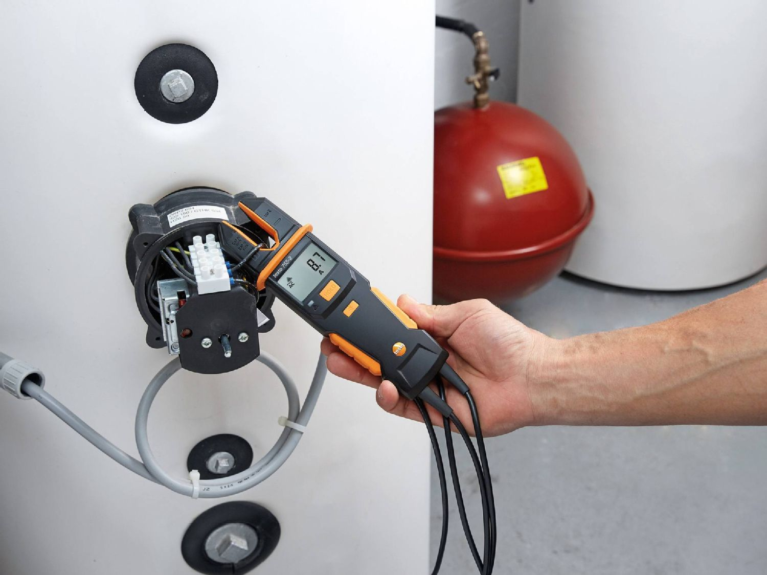 Electrical measurement at heating systems with electrical tester