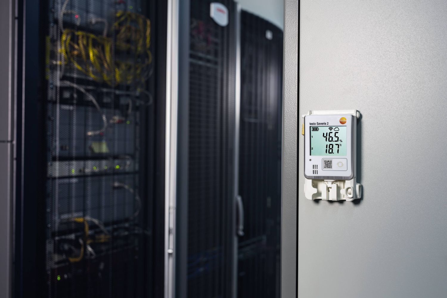 Monitoring the temperature and humidity in server rooms
