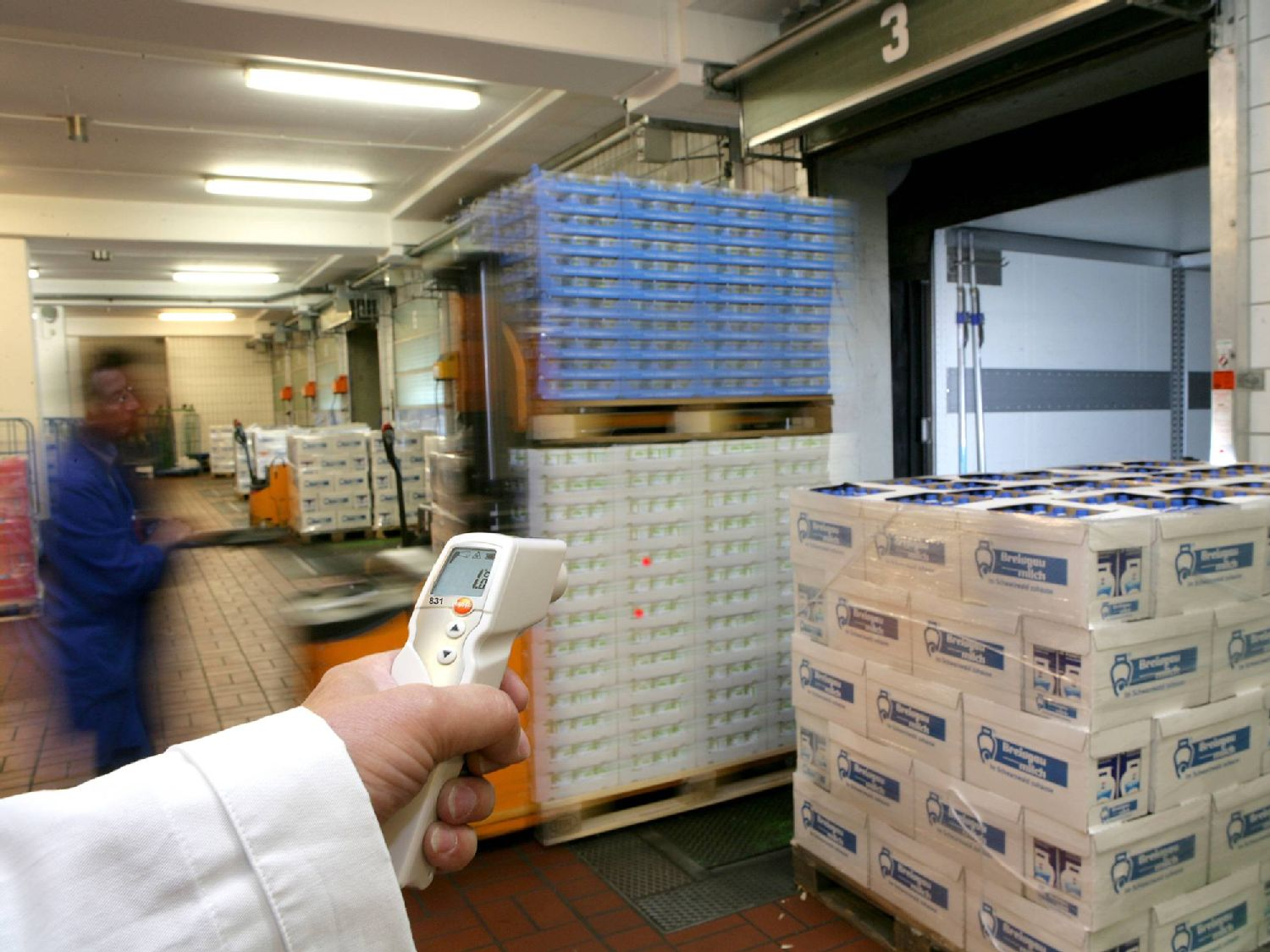 Non-contact measurement in Incoming Goods with IR thermometers from Testo