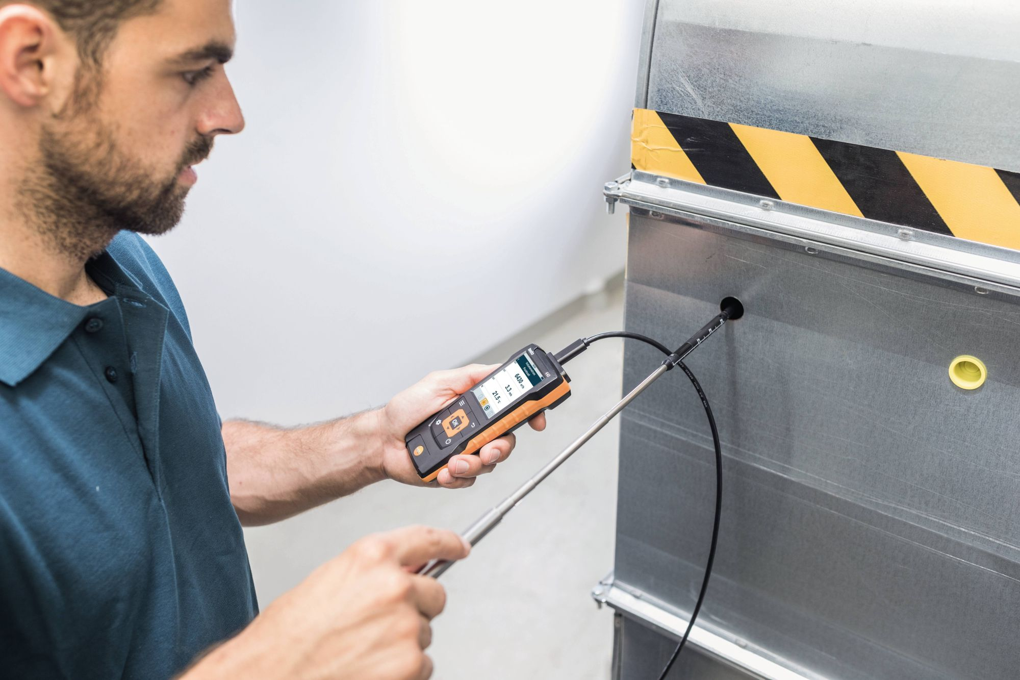 Volumetric flow measurement in ventilation ducts with hot wire probe and testo 440