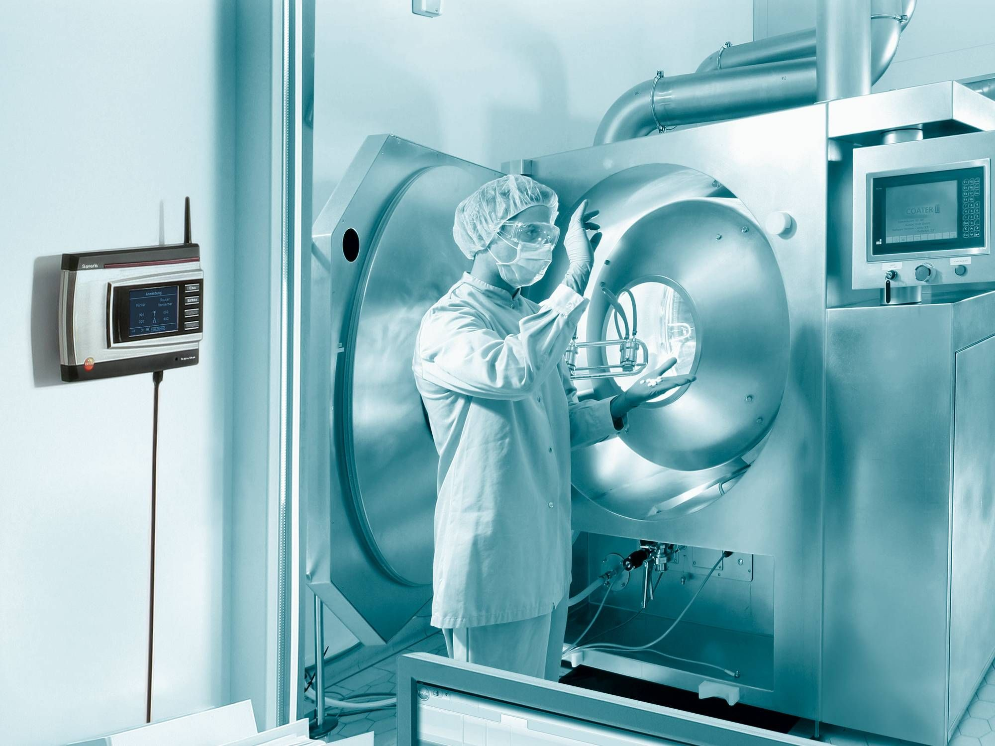 cn-application-testo-Saveris-pharma-production-room.jpg
