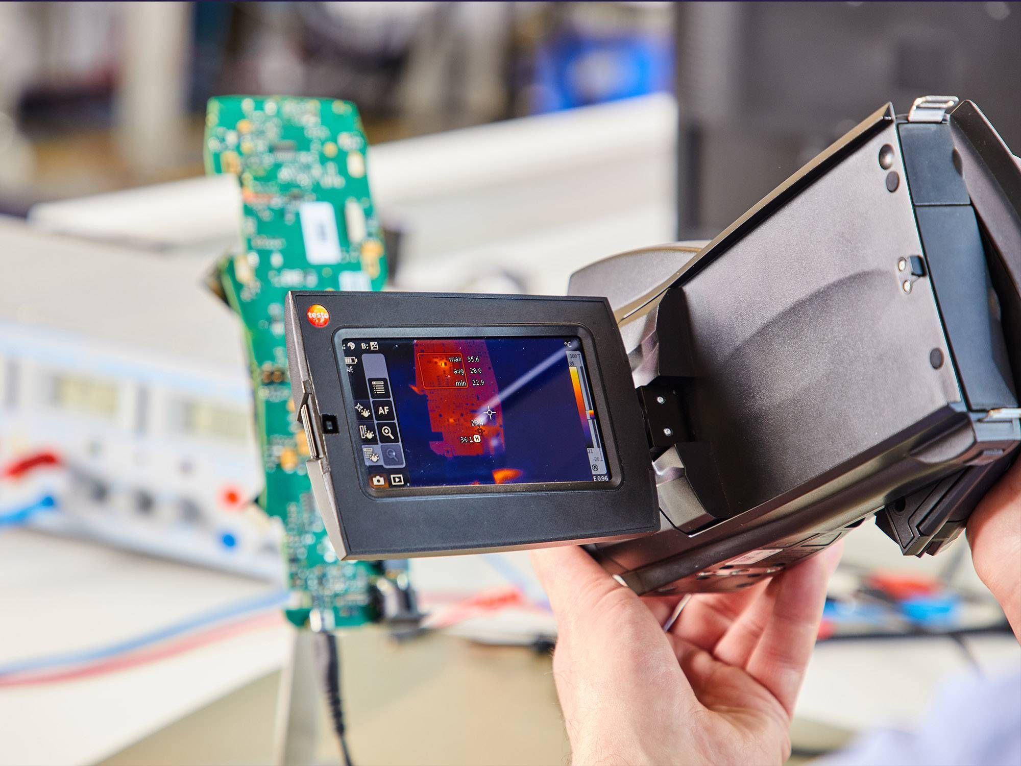 testo 890 thermal imager and circuit board