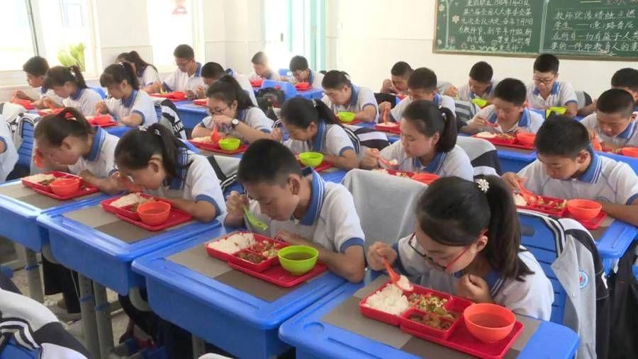 孩子们眼中的营养餐