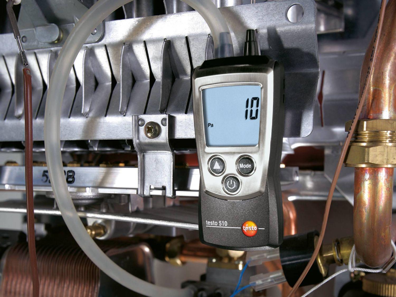 Ablesen von Gasanschluss- und Düsendruck am testo 510